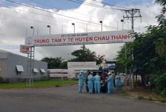 Đội Hotline Công ty Điện lực An Giang thi công, bảo trì, sửa chữa điện nóng (không cần cắt điện) tại khu cách ly, thu dung và điều trị COVID-19