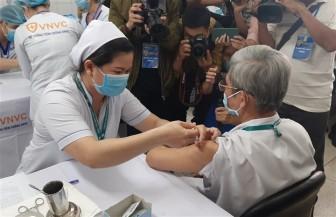 Phấn đấu tới cuối tháng 8, 70% người dân TP. HCM được tiêm vaccine COVID-19