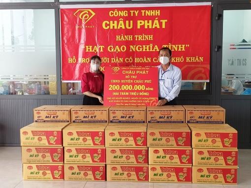 Mặt trận các cấp huyện Châu Phú tiếp nhận và vận động các nguồn lực hỗ trợ phòng, chống dịch bệnh COVID-19