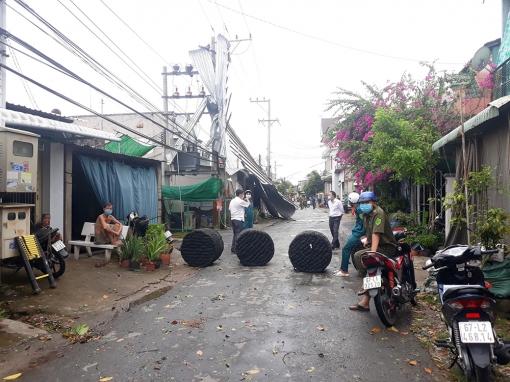 UBND huyện Chợ Mới thăm hỏi gia đình thiệt hại do dông lốc