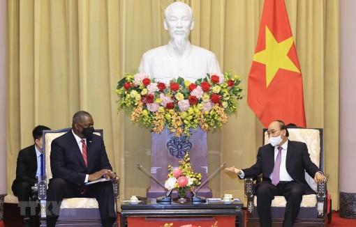 Chủ tịch nước Nguyễn Xuân Phúc tiếp Bộ trưởng Quốc phòng Hoa Kỳ