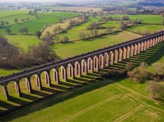 Cây cầu sống ảo ấn tượng bậc nhất nước Anh