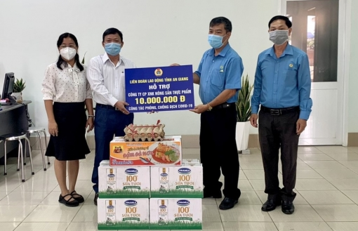 """Liên đoàn Lao động (LĐLĐ) tỉnh An Giang thăm, tặng quà doanh nghiệp """"3 tại chỗ"""""""