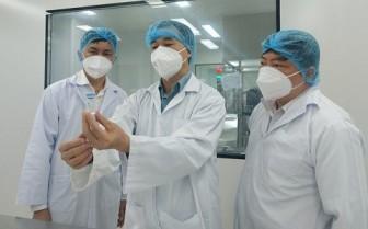 """Xem xét cấp phép khẩn cấp vaccine COVID-19 """"made in Vietnam"""" đầu tiên trong tháng 8"""