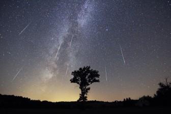 Mưa sao băng đẹp nhất năm và các hiện tượng thiên văn kỳ thú trong tháng 8