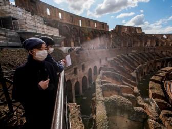 Đấu trường Colosseum của Italy nhộn nhịp du khách trở lại
