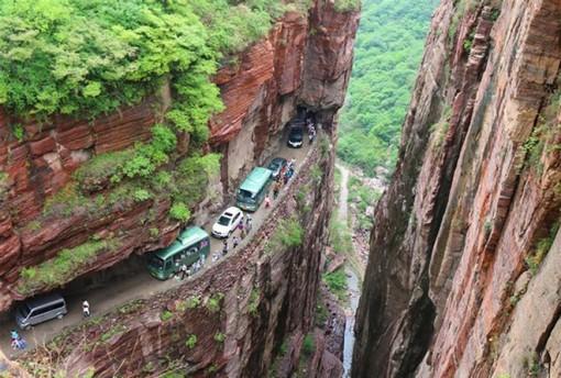 Ngôi làng cheo leo trên núi từng cách biệt hoàn toàn với thế giới bên ngoài