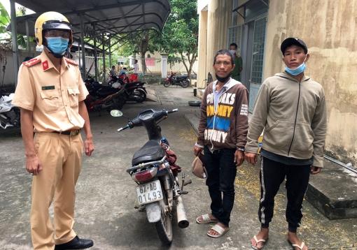 Công an TP. Châu Đốc bắt 2 đối tượng điều khiển xe mất trộm vượt chốt kiểm dịch COVID-19