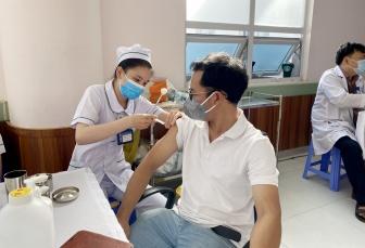 UBND tỉnh An Giang chỉ đạo tăng tốc độ và diện bao phủ tiêm vaccine phòng COVID 19