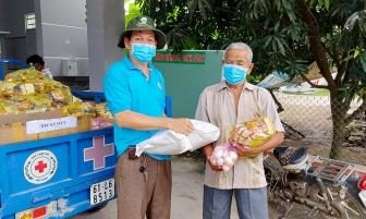 UBND xã An Hảo vận động khoảng 500 triệu đồng hỗ trợ lương thực, thực phẩm cho người dân