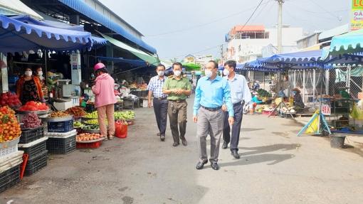 Bí thư Huyện ủy Tịnh Biên Phan Văn Cường kiểm tra công tác phòng, chống dịch COVID-19 trên địa bàn huyện