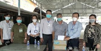 UBMTTQVN huyện Châu Phú thăm, tặng quà các chốt kiểm soát phòng, chống dịch COVID-19 trên địa bàn huyện