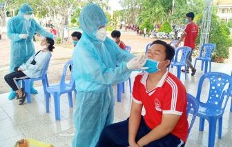 Lấy mẫu xét nghiệm Realtime RT-PCR các thí sinh tham dự kỳ thi tốt nghiệp THPT 2021 đợt 2 tại huyện Châu Phú