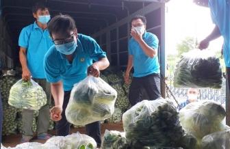 Liên đoàn Lao động tỉnh An Giang hỗ trợ 10 tấn hàng hóa cho công nhân lao động tỉnh Bình Dương