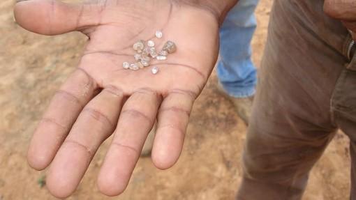 Sự thật về những viên kim cương 'siêu sâu' từ xác sinh vật trong lòng đất