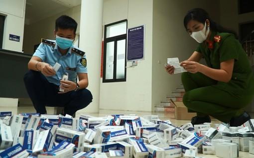Thu giữ gần 500 hộp thuốc điều trị COVID-19 chưa kiểm định chất lượng tại Việt Nam