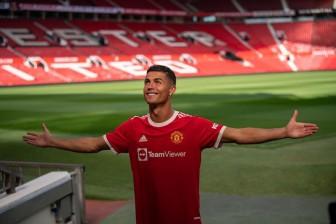 Sau 18 năm, Ronaldo lại ra mắt MU lần nữa