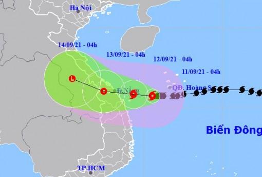 Bão số 5 giật cấp 12 hướng vào Quảng Trị-Quảng Ngãi, gây mưa lớn tới 350 mm/đợt
