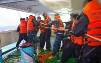 Cứu kịp thời 2 tàu cá cùng 18 ngư dân gặp nạn trên biển