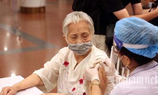 Việt Nam vượt mốc tiêm 30 triệu mũi vắc xin COVID-19