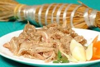 """Món ăn """"rẻ bèo"""" gốc miền Trung được cải biến """"làm mưa làm gió"""" ở Sài Gòn"""