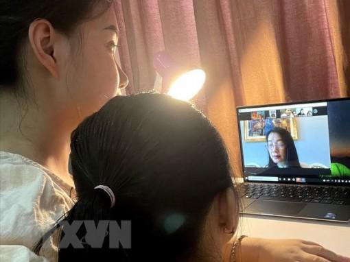 Giáo viên tăng cường phối hợp với phụ huynh trong học trực tuyến
