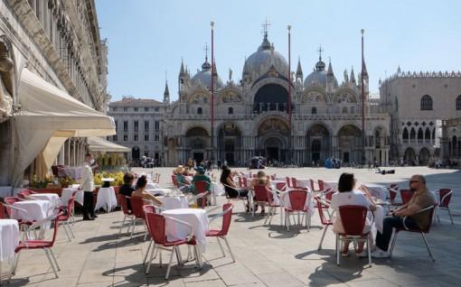 Italia ghi nhận lượng khách du lịch tăng cao ngoài dự kiến