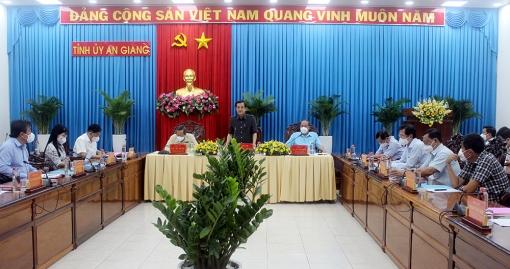 Thường trực Tỉnh ủy  An Giang họp bàn các giải pháp phòng, chống dịch COVID-19 trên địa bàn tỉnh