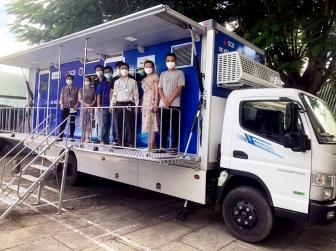 Bộ Y tế hỗ trợ An Giang 2 xe xét nghiệm lưu động phục vụ công tác phòng, chống dịch COVID-19
