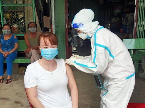 An Phú triển khai tiêm vaccine phòng COVID-19 cộng đồng ở xã Khánh An và thị trấn Long Bình