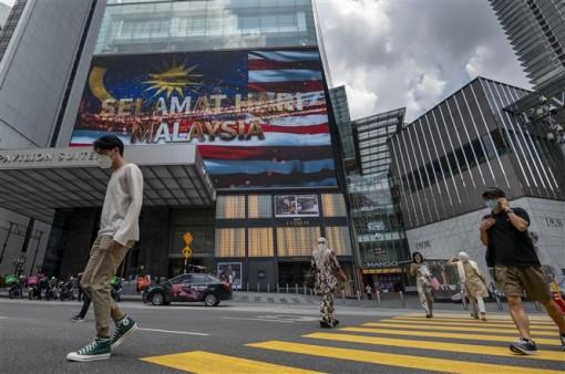 COVID-19 tới 6 giờ 21-9: Số ca mắc mới giảm mạnh trên toàn cầu; Mỹ nới lỏng hạn chế đi lại với EU và Anh