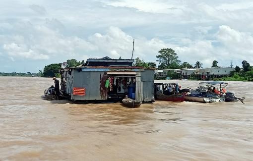 An Phú di dời người dân sống ở làng bè xã Khánh An để phòng, chống dịch COVID-19