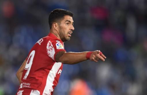 Suarez lập cú đúp, Atletico lên ngôi đầu La Liga