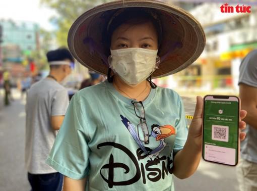 Chợ lưu động đầu tiên áp dụng 'Thẻ xanh COVID-19' ở Thành phố Hồ Chí Minh