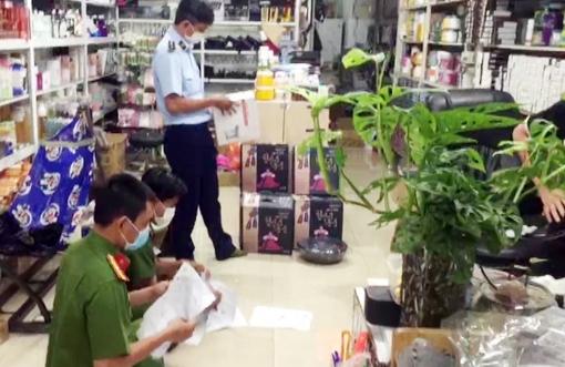An Giang: Thu giữ trên 3.000 sản phẩm không rõ nguồn gốc, không hóa đơn chứng từ