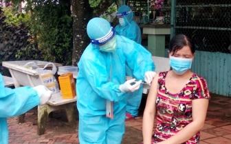 Phú Tân hoàn thành tiêm 10.000 liều vaccine phòng COVID-19 cho người dân vùng dịch