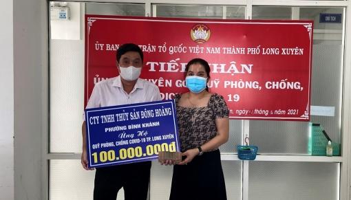 Tiếp nhận 100 triệu đồng đóng góp Quỹ  Phòng, chống COVID-19 TP. Long Xuyên từ doanh nghiệp