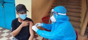 Chợ Mới hoàn thành tiêm vaccine phòng COVID-19 cho người dân sống trong vùng dịch