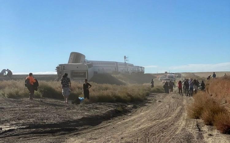 Tàu hỏa trật bánh ở Mỹ, ít nhất ba người chết