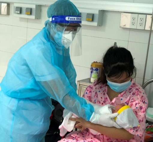 Sản phụ đón về từ tỉnh Bình Dương đã sinh con tại khu cách ly Bệnh viện Sản-Nhi An Giang