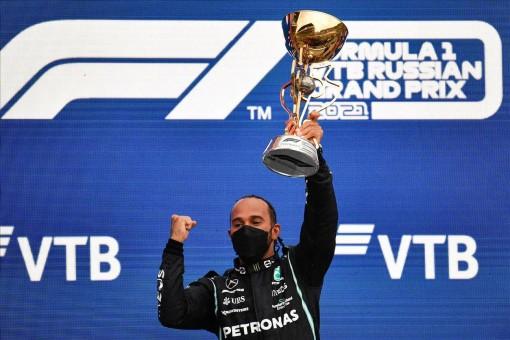 Lewis Hamilton cán mốc 100 chiến thắng