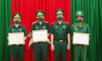 Khen thưởng 4 tập thể, cá nhân Đồn Biên phòng Cửa khẩu Long Bình