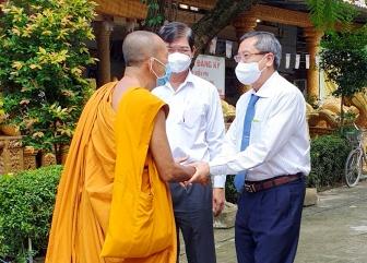 Phó Bí thư Thường trực Tỉnh ủy Lê Văn Nưng thăm, chúc Tết Sene Dolta tại huyện Tịnh Biên