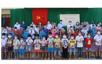 Hơn 2.500 học sinh tại Nghệ An được tặng điện thoại để học trực tuyến