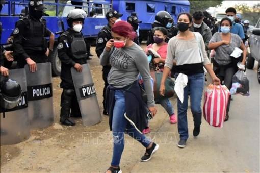 Guatemala giải cứu 126 người di cư bị nhốt trong container chở hàng