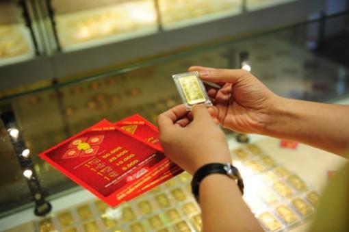 Giá vàng hôm nay 13-10: Dầu lên giá, vàng tăng vọt