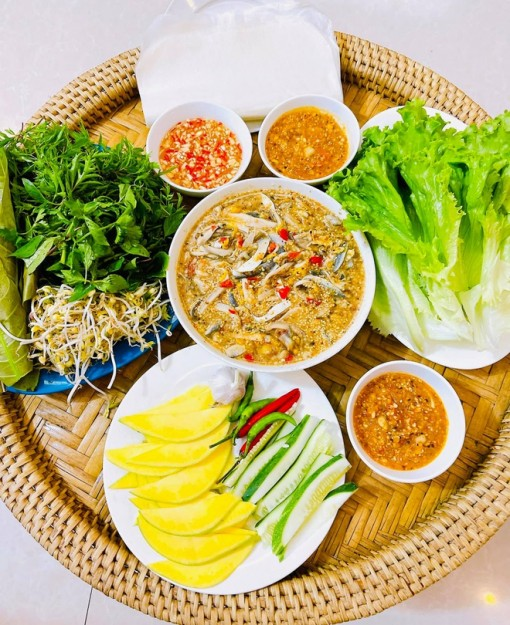 """Đặc sản cá trích """"ăn tươi nuốt sống"""" nổi tiếng ở Đà Nẵng"""