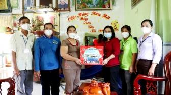 Hội Liên hiệp Phụ nữ huyện Châu Thành thăm, tặng quà cho hội viên, phụ nữ tiêu biểu tham gia công tác phòng, chống dịch bệnh COVID-19
