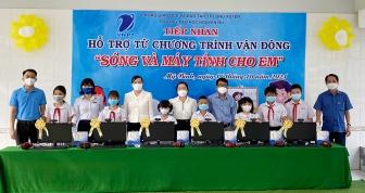 Hỗ trợ máy vi tính, sim 4G cho học sinh Trường Tiểu học Nguyễn Du có hoàn cảnh khó khăn học trực tuyến