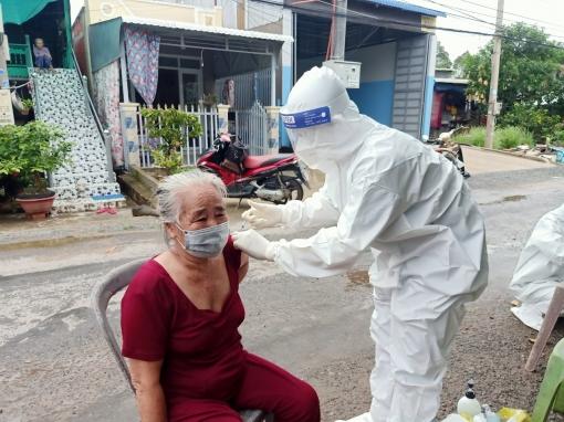 UBND tỉnh An Giang yêu cầu khẩn trương đẩy nhanh tiến độ tiêm vaccine phòng COVID-19